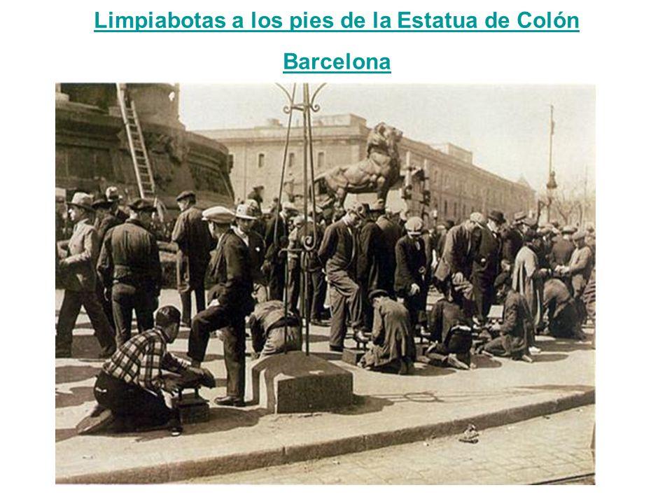 Limpiabotas a los pies de la Estatua de Colón Limpiabotas a los pies de la Estatua de Colón Barcelona