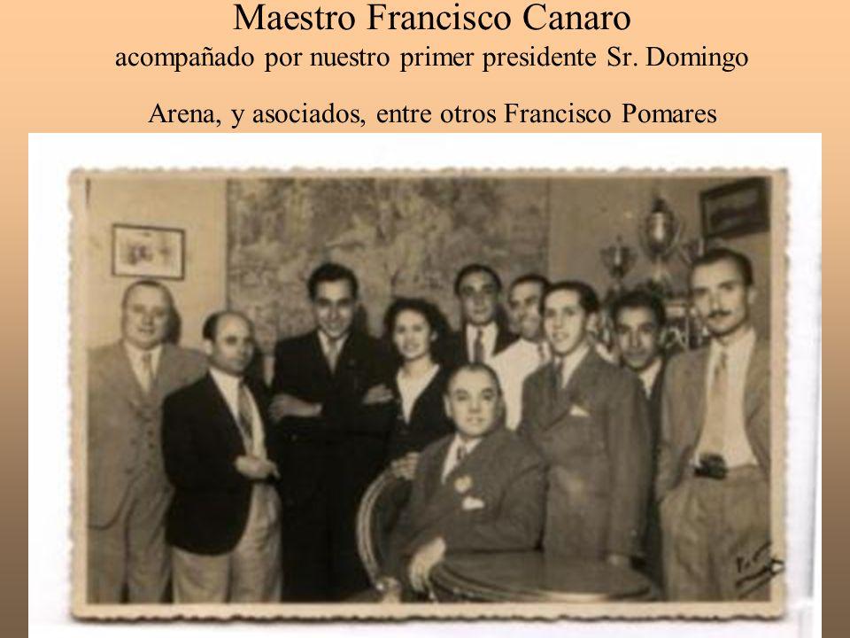 Maestro Francisco Canaro acompañado por nuestro primer presidente Sr. Domingo Arena, y asociados, entre otros Francisco Pomares