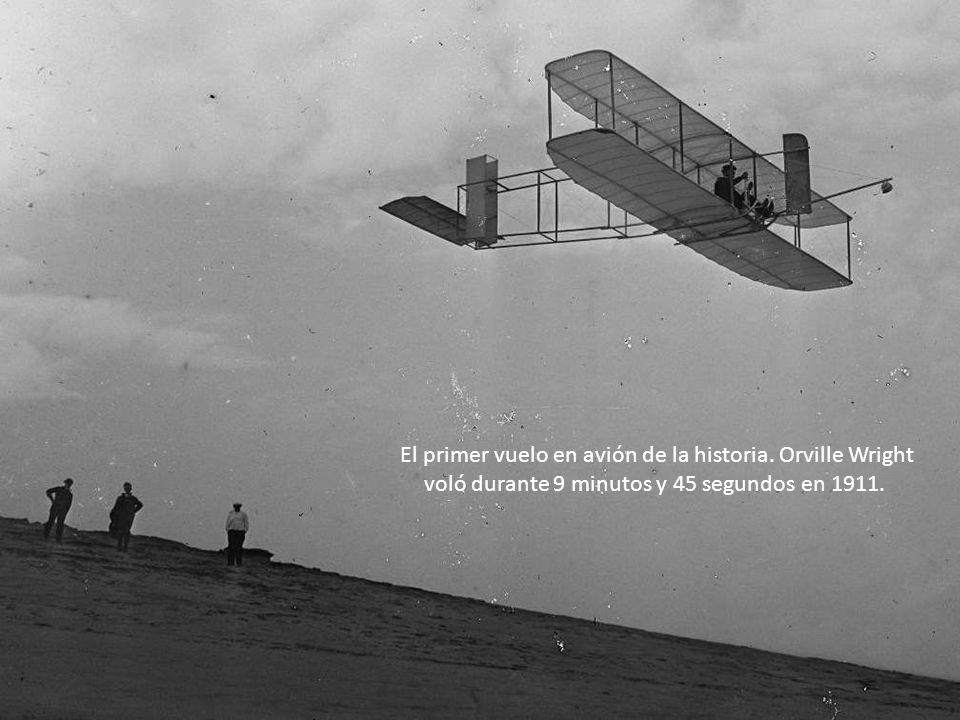 El primer vuelo en avión de la historia.