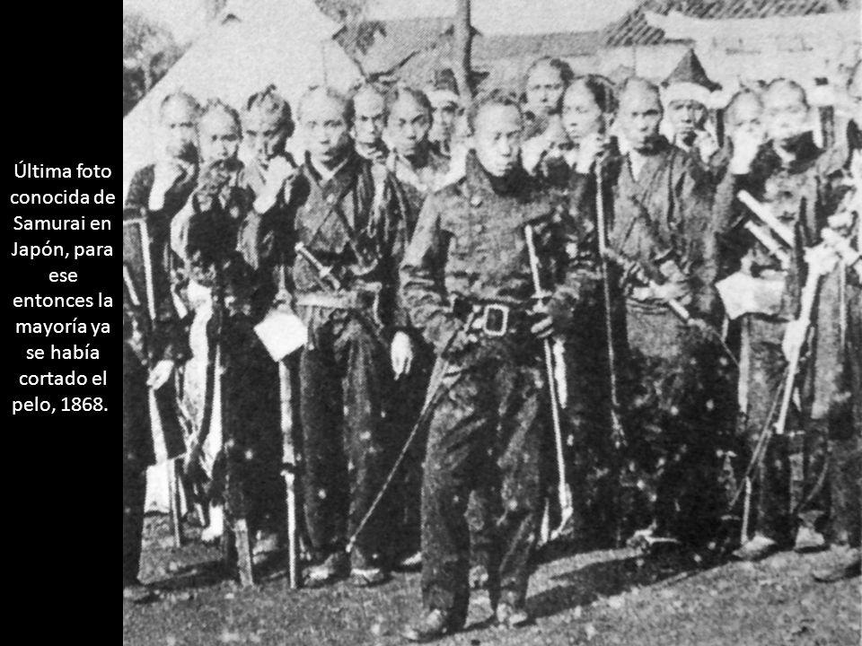 Última foto conocida de Samurai en Japón, para ese entonces la mayoría ya se había cortado el pelo, 1868.