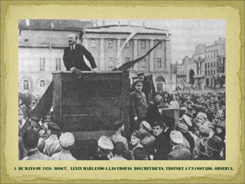 6 de DIC. DE 1914. MÉXICO d.f. FRANCISCO villa (en la silla presidencial) Y EMILIANO ZAPATA, siempre discreto -como buen morelense