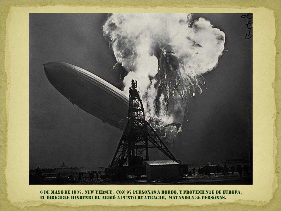 26 DE ABRIL DE 1937. España. la aviación nazi, en apoyo a francisco franco, bombardea y ARRASA la ciudad DE GUERNICA, MATANDO a centeNAS DE CIVILES.