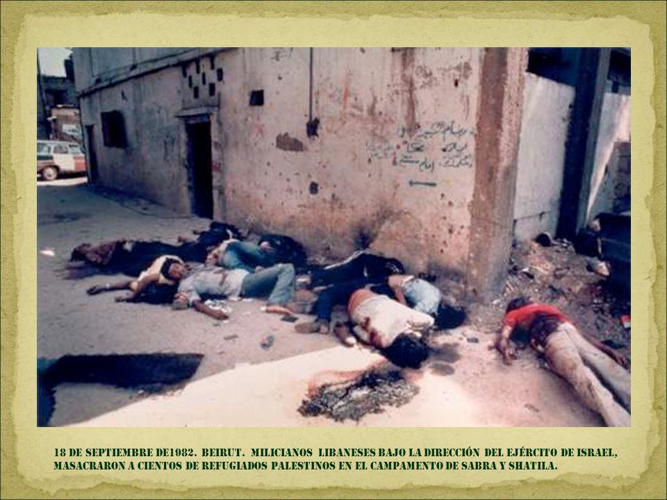 13 de mayo de 1981. plaza de san Pedro, roma. La mano de mehmed ali agca empuñando la pistola, antes de disparar y herir al papa karol Wojtyla.