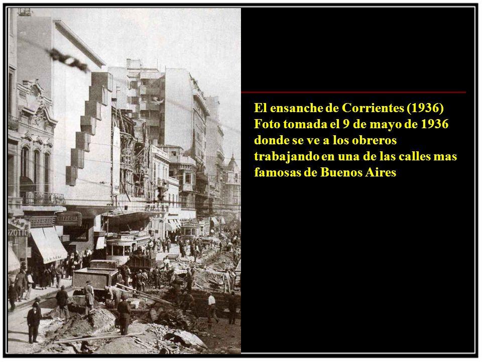 En plena construccion (1936) La estructura hueca del Obelisco fue realizada por 157 obreros, fue revestido con piedra calcarea de San Luis, como los movimientos del subte provocaban desprendimientos fue cubierto con pintura latex