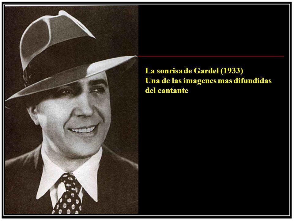 Junto al avion (1935) Gardel, Le Pera y una persona de apellido Schwartz antes del tragico viaje