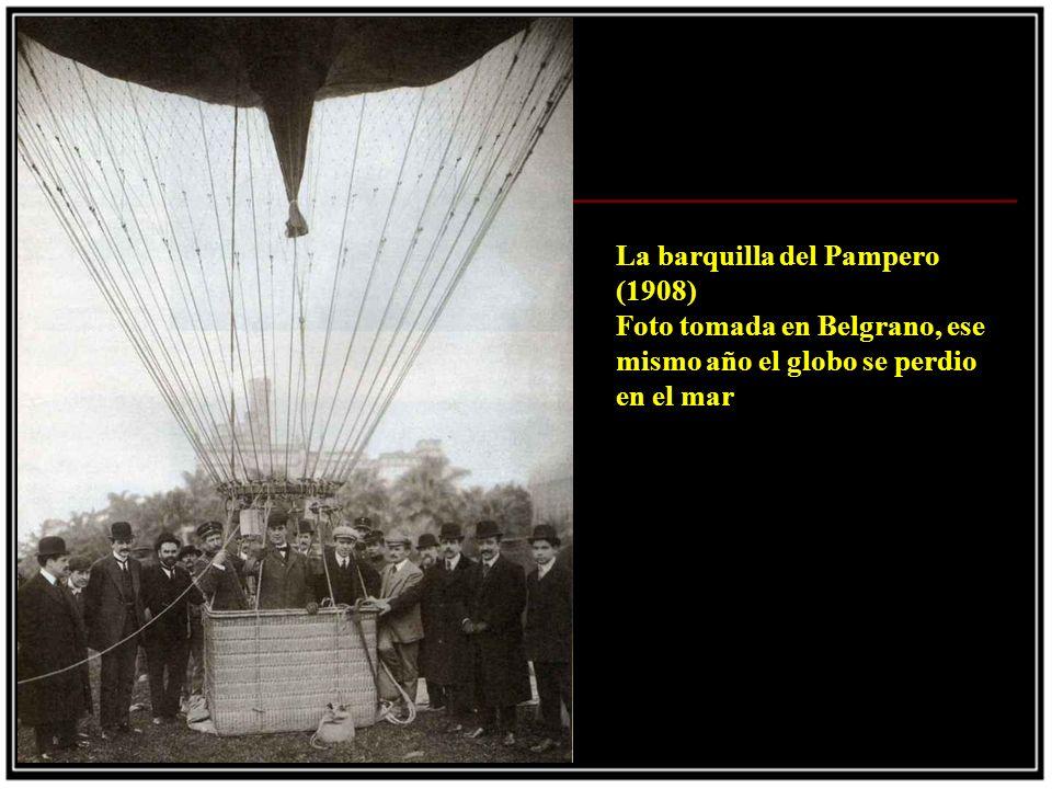 La ultima gira (1935) Foto tomada en Colombia en Junio de 1935, donde Gardel lee una guia turistica de la ciudad de Popayan