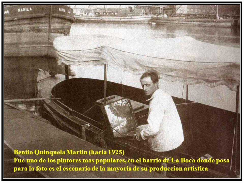 Benito Quinquela Martin (hacia 1925) Fue uno de los pintores mas populares, en el barrio de La Boca donde posa para la foto es el escenario de la mayoria de su produccion artistica