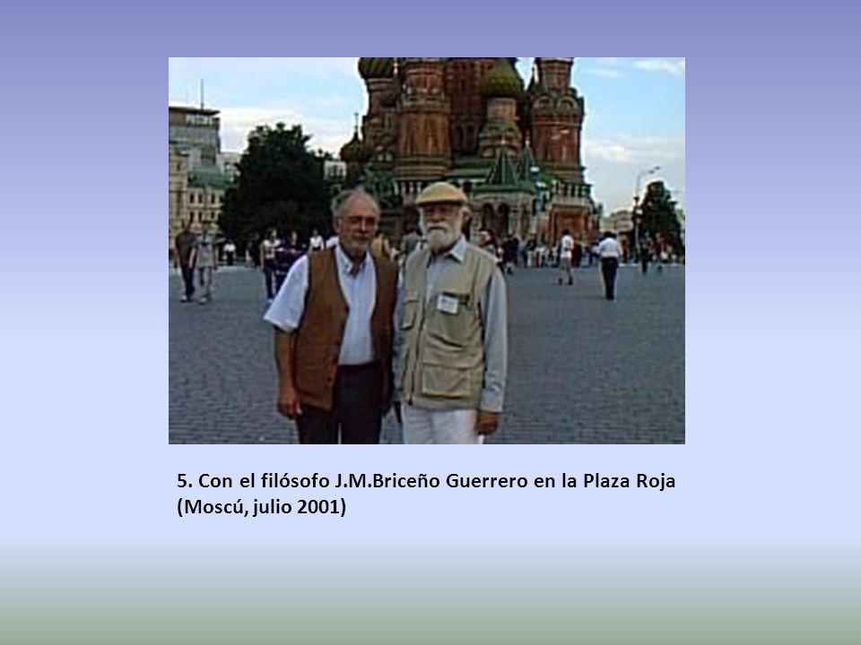 5. Con el filósofo J.M.Briceño Guerrero en la Plaza Roja (Moscú, julio 2001)