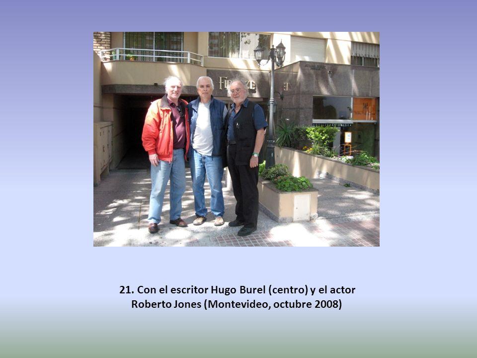 21. Con el escritor Hugo Burel (centro) y el actor Roberto Jones (Montevideo, octubre 2008)