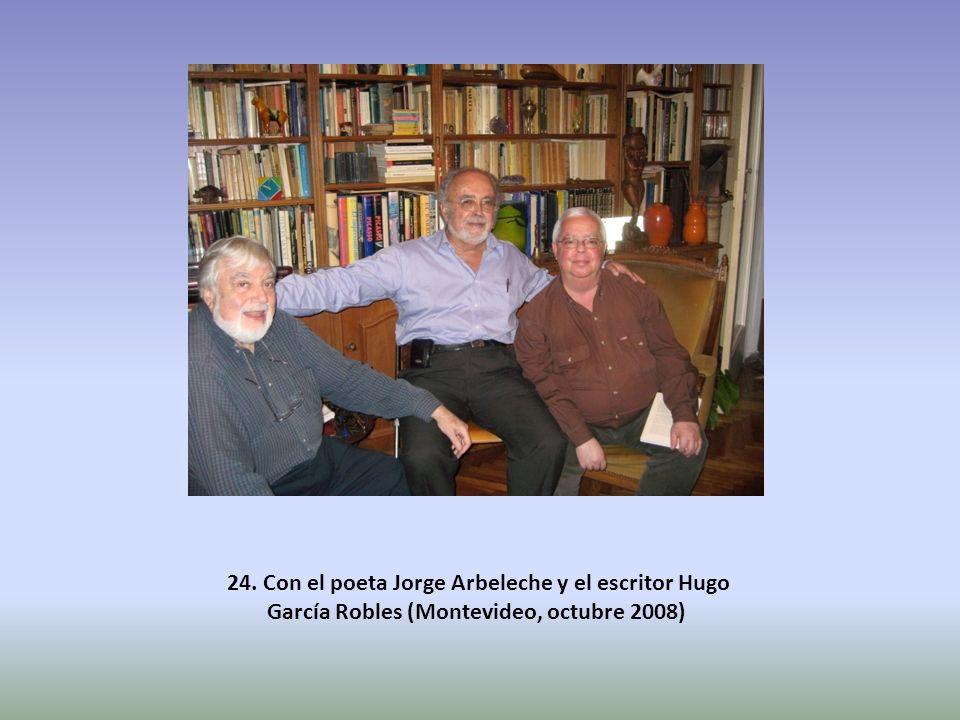 24. Con el poeta Jorge Arbeleche y el escritor Hugo García Robles (Montevideo, octubre 2008)