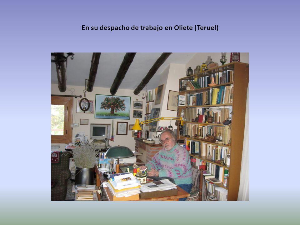 En su despacho de trabajo en Oliete (Teruel)