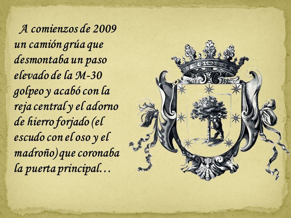 En 1932 la fuente de Cuatro Caminos es trasladada a la Puerta del Rey frente al Palacio de los Vargas