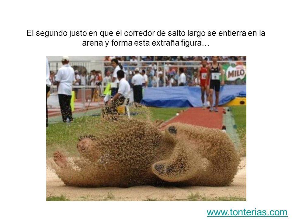 El segundo justo en que el corredor de salto largo se entierra en la arena y forma esta extraña figura… www.tonterias.com