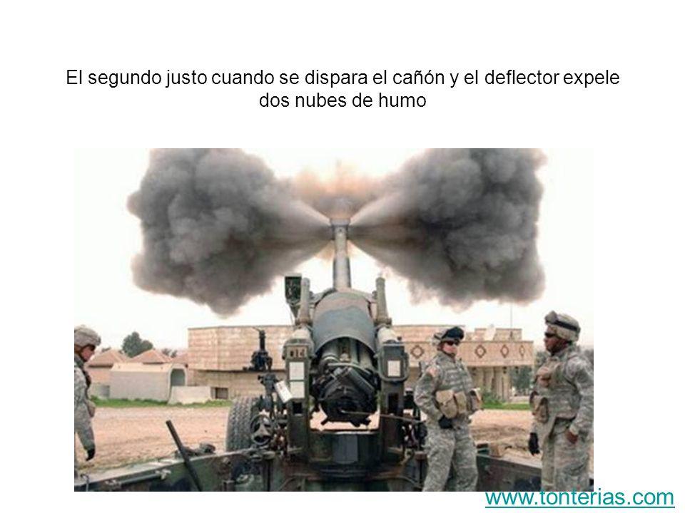 El segundo justo cuando se dispara el cañón y el deflector expele dos nubes de humo www.tonterias.com