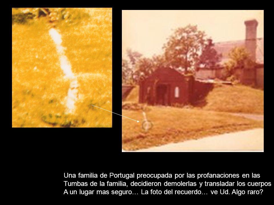 Una familia de Portugal preocupada por las profanaciones en las Tumbas de la familia, decidieron demolerlas y transladar los cuerpos A un lugar mas seguro… La foto del recuerdo… ve Ud.