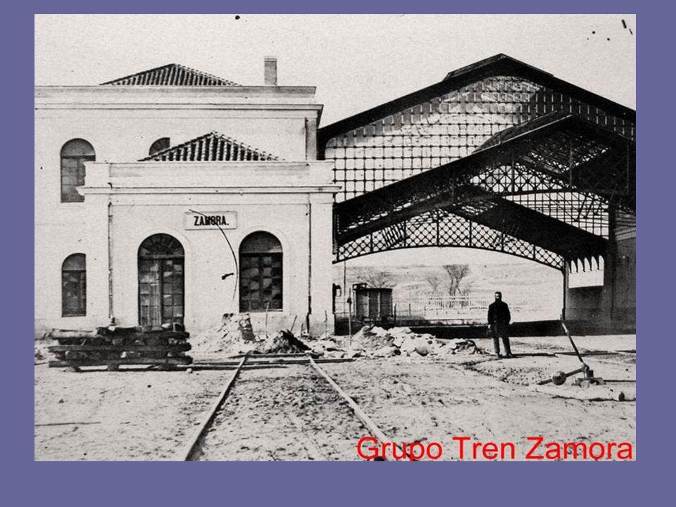 Una fotografía de unos años después Se aprecian: A la derecha parte de la muralla que siguió en pié hasta los años 60 A la izquierda el Monasterio de Santa Clara y la esquina del edificio que se construyó en el lugar que ocupaba el Torreón