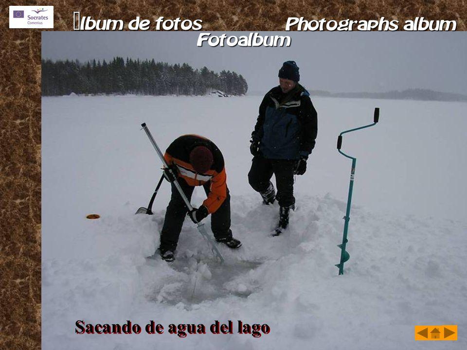 Sacando de agua del lago
