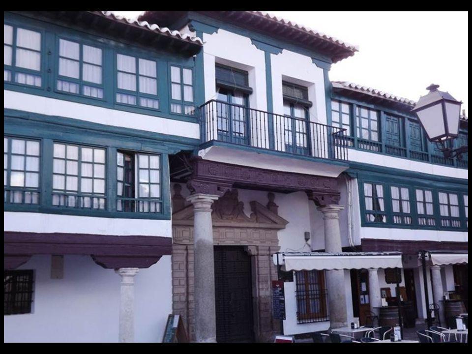Plaza Mayor de Almagro La plaza es el núcleo central de todas las actividades sociales de la ciudad.