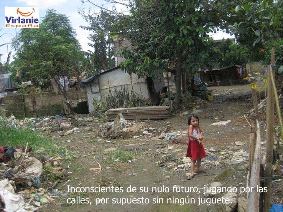 Inconscientes de su nulo futuro, jugando por las calles, por supuesto sin ningún juguete.