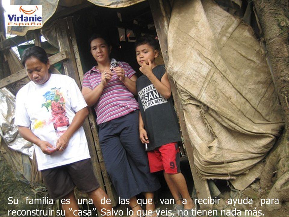 Su familia es una de las que van a recibir ayuda para reconstruir su casa.