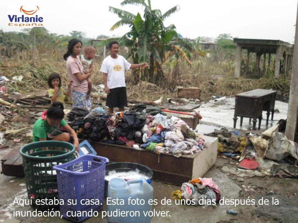 Aquí estaba su casa. Esta foto es de unos días después de la inundación, cuando pudieron volver.