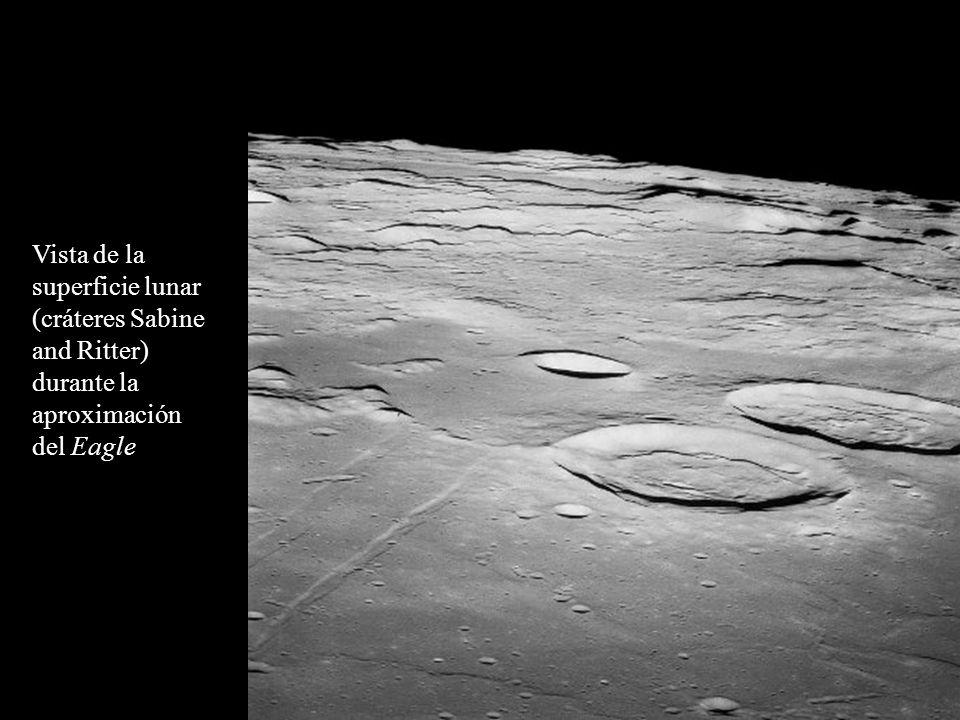 Vista de la superficie lunar (cráteres Sabine and Ritter) durante la aproximación del Eagle