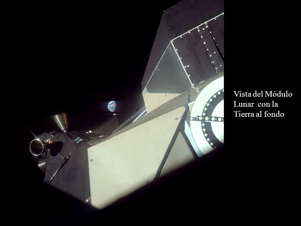Vista del Módulo Lunar con la Tierra al fondo