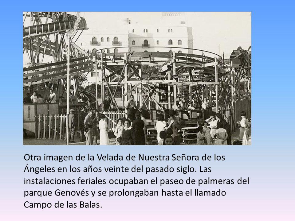 La imagen corresponde a una de las carreras de caballos que se celebraban en la playa Victoria, frente al Balneario.