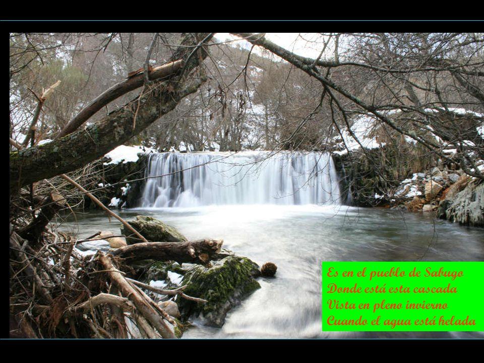 Es en el pueblo de Sabugo Donde está esta cascada Vista en pleno invierno Cuando el agua está helada