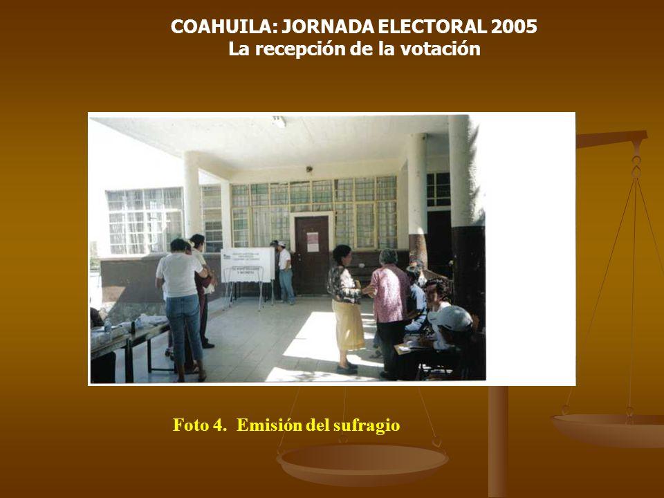 COAHUILA: JORNADA ELECTORAL 2005 La recepción de la votación Foto 4. Emisión del sufragio
