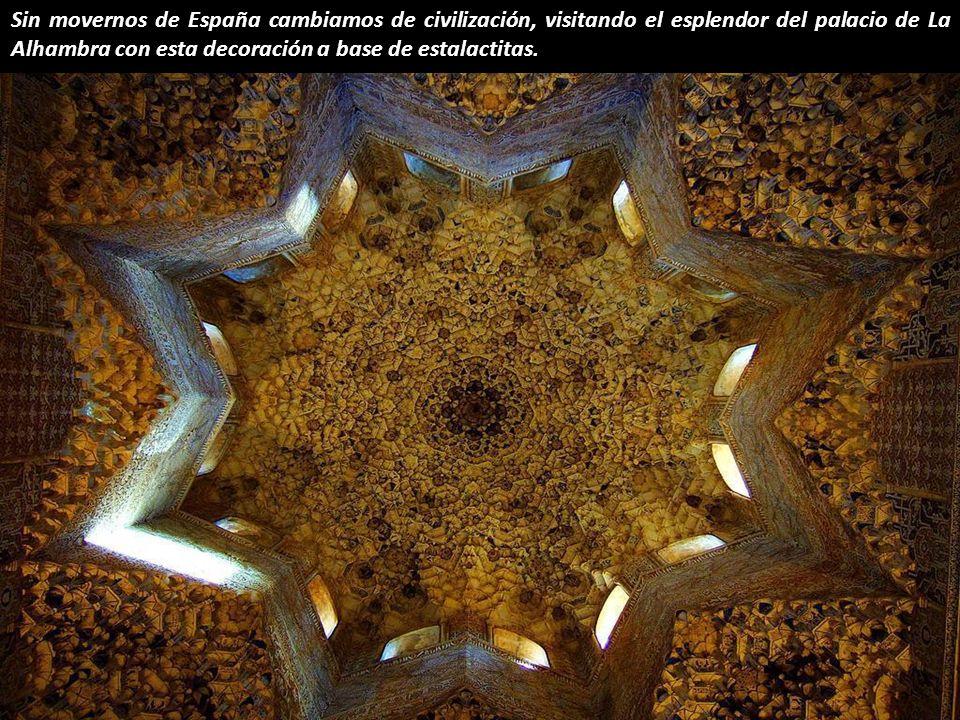 Punto de fuga en la Catedral de Segovia, España.