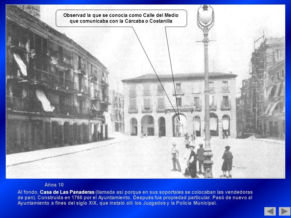 Años 10 Al fondo, Casa de Las Panaderas (llamada así porque en sus soportales se colocaban las vendedoras de pan).
