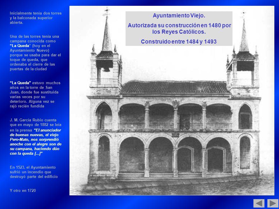 Inicialmente tenía dos torres y la balconada superior abierta.