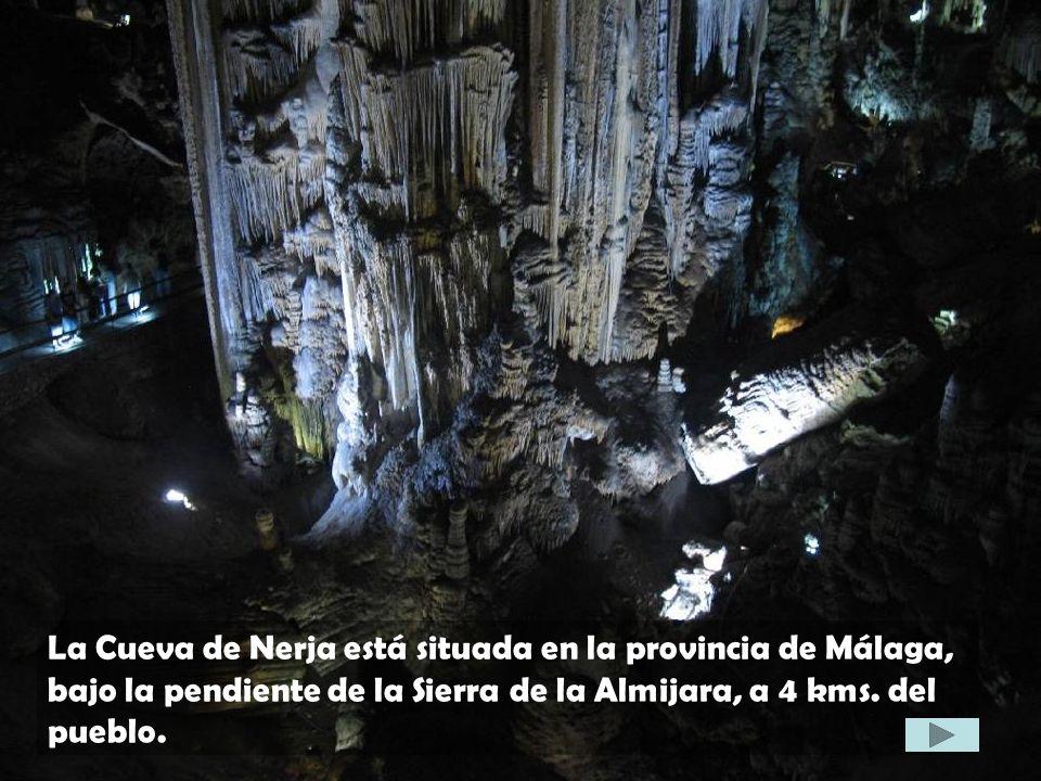 La Cueva de Nerja está situada en la provincia de Málaga, bajo la pendiente de la Sierra de la Almijara, a 4 kms. del pueblo.
