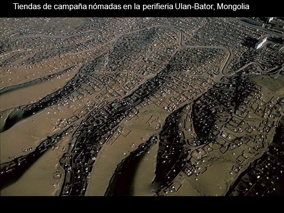 Tiendas de campaña nómadas en la perifieria Ulan-Bator, Mongolia