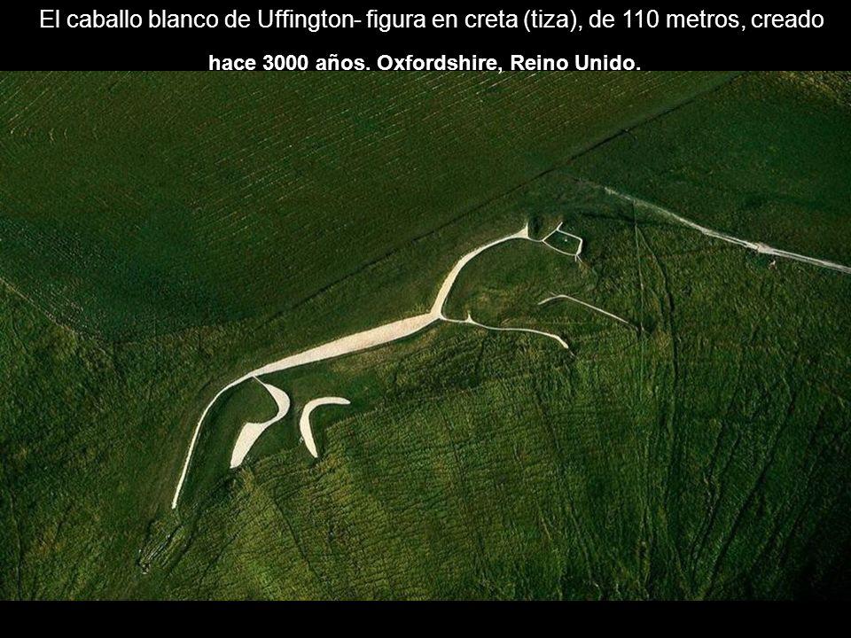El caballo blanco de Uffington- figura en creta (tiza), de 110 metros, creado hace 3000 años. Oxfordshire, Reino Unido.