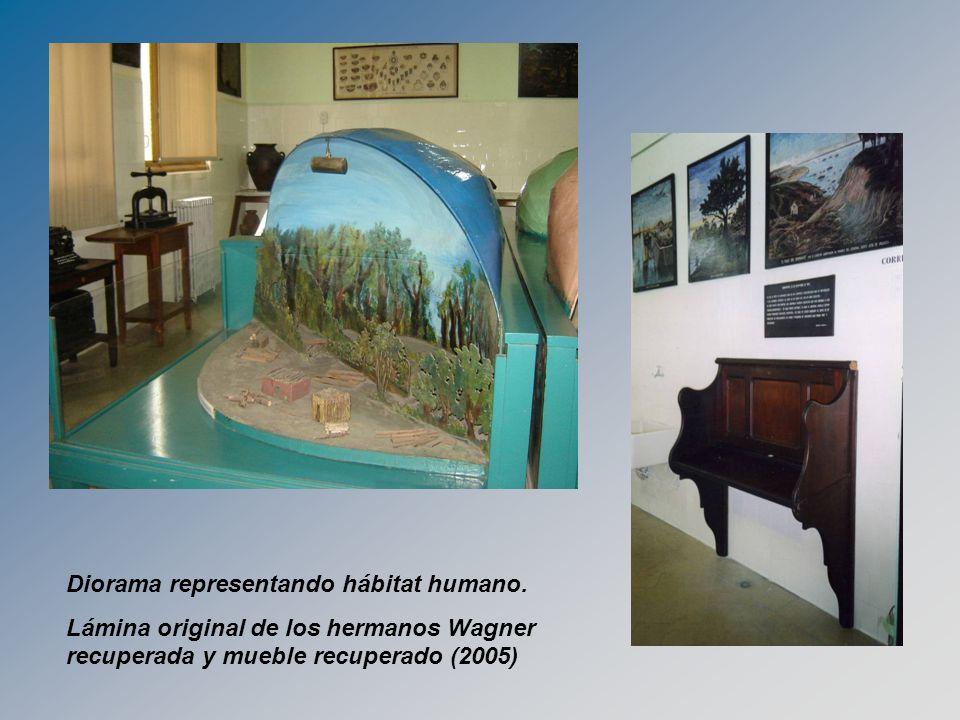 Diorama representando hábitat humano. Lámina original de los hermanos Wagner recuperada y mueble recuperado (2005)