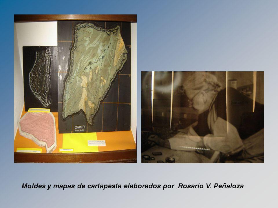 Moldes y mapas de cartapesta elaborados por Rosario V. Peñaloza