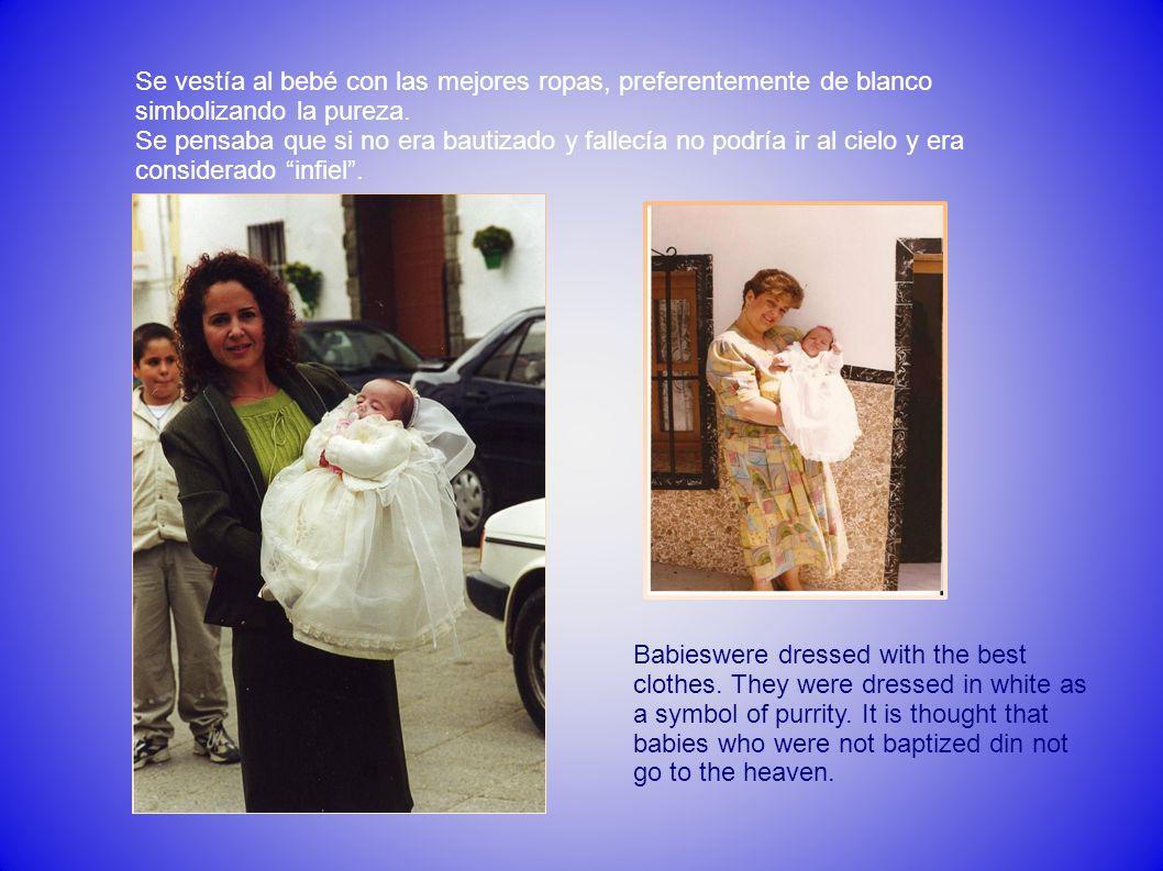 Se vestía al bebé con las mejores ropas, preferentemente de blanco simbolizando la pureza. Se pensaba que si no era bautizado y fallecía no podría ir