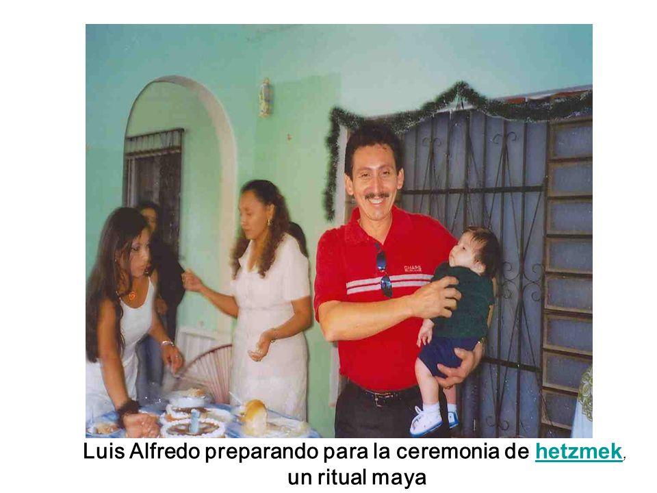 Luis Alfredo preparando para la ceremonia de hetzmek, hetzmek un ritual maya