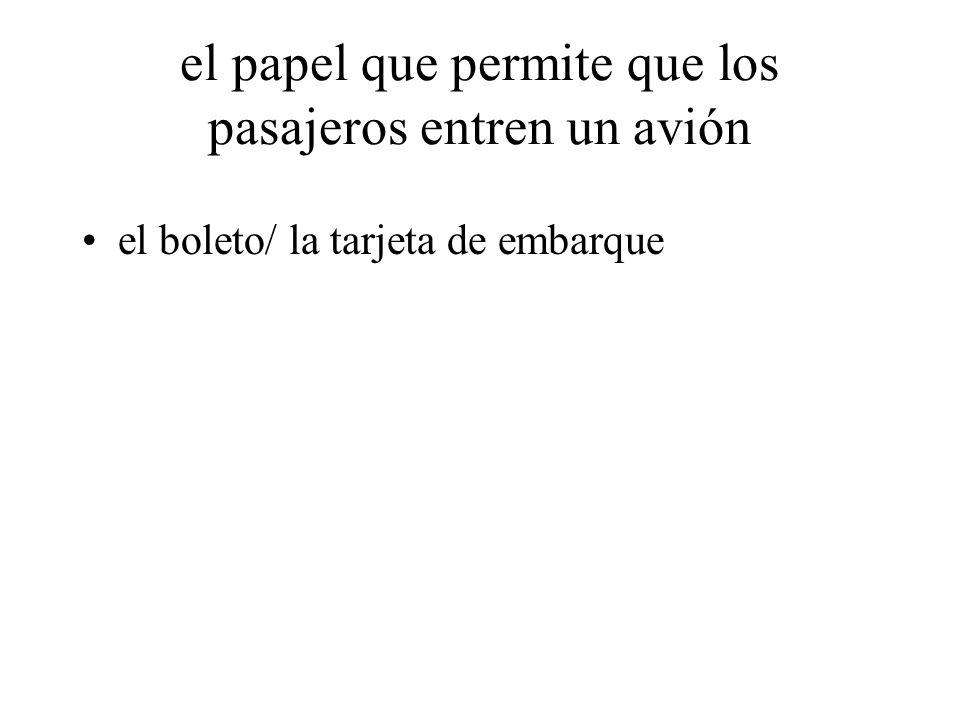 el papel que permite que los pasajeros entren un avión el boleto/ la tarjeta de embarque