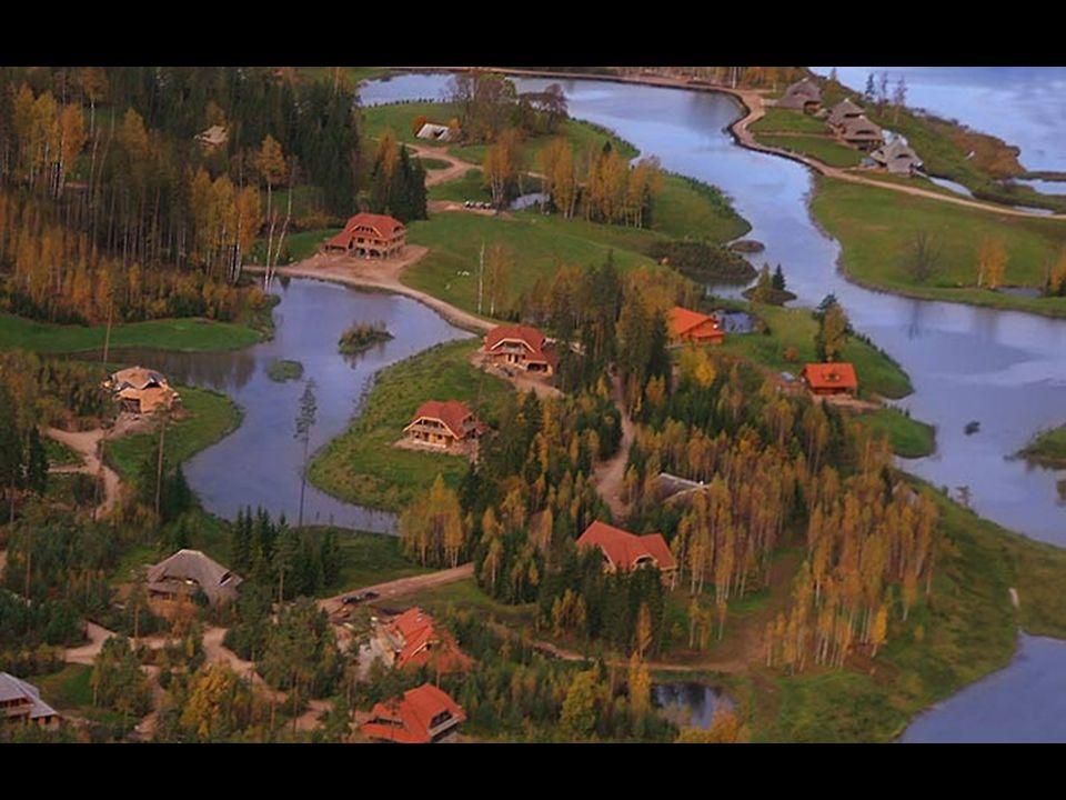 Se debe cumplir dos criterios principales - una casa nueva no debe ocultar los bellos paisajes naturales y permitir a los propietarios de cada parcela