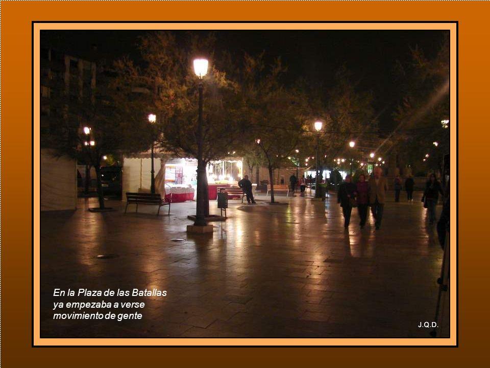 A las 5´30 de la mañana cruzábamos las solitarias calles de Granada camino de la Basílica.