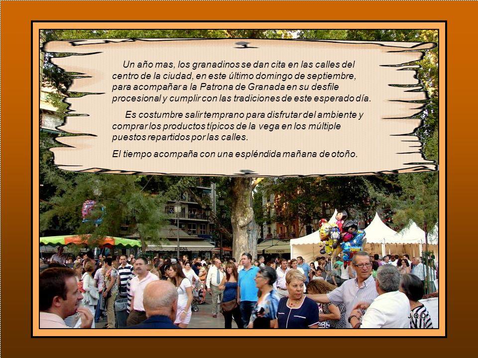 Un año mas, los granadinos se dan cita en las calles del centro de la ciudad, en este último domingo de septiembre, para acompañar a la Patrona de Granada en su desfile procesional y cumplir con las tradiciones de este esperado día.