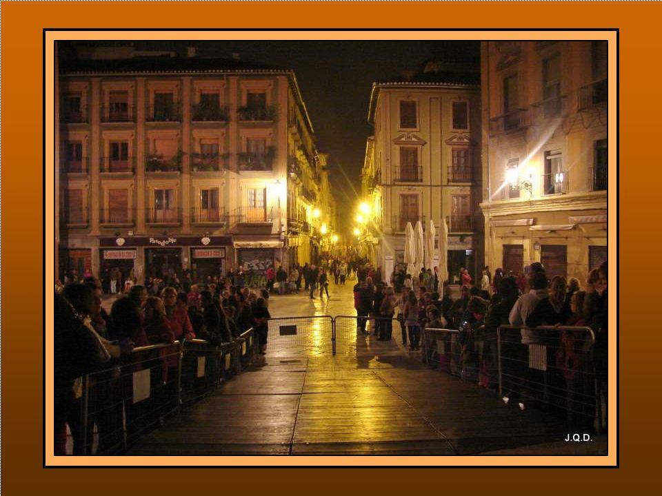 Luego será el recorrido por las calles de Granada hasta llegar a la catedral