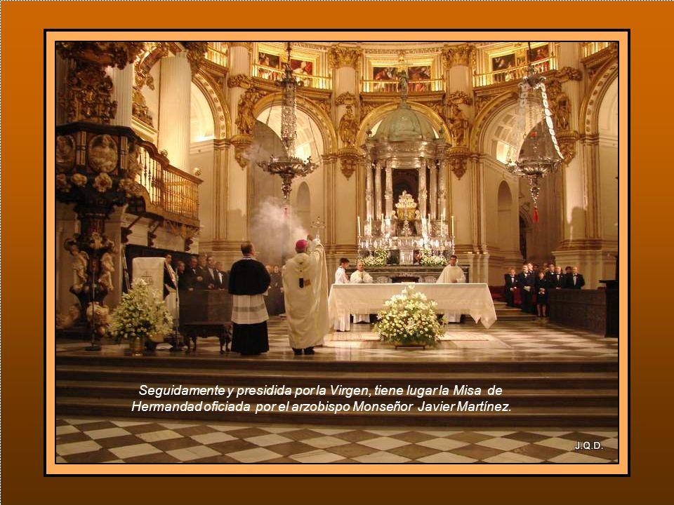 La Imagen hace su entrada en la catedral de donde saldrá esta tarde a las 18 horas en procesión para volver de nuevo a su basílica