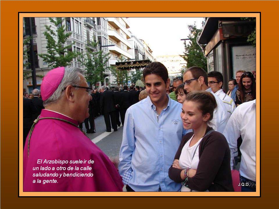 Tras el trono, los responsables de la Curia y clero parroquial