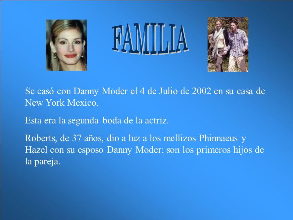 Se casó con Danny Moder el 4 de Julio de 2002 en su casa de New York Mexico.