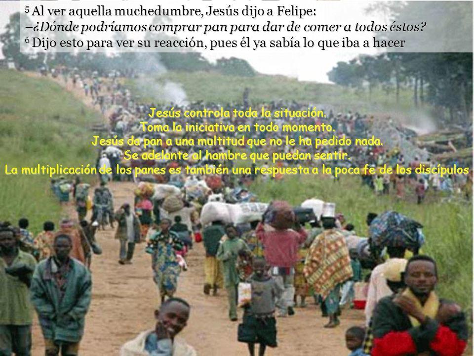 1 Algún tiempo después, Jesús pasó al otro lado del lago de Tiberíades. 2 Lo seguía mucha gente, porque veían los signos que hacía con los enfermos. 3