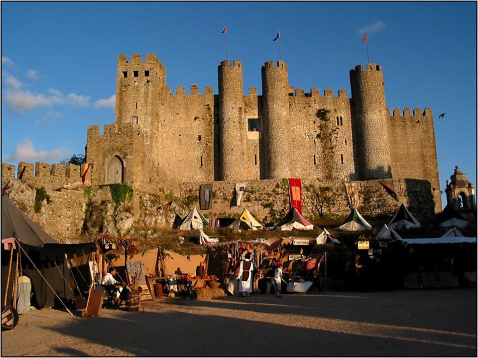 Es un castillo de estilo árabe, pero al que fueron añadiendo elementos posteriores reyes portugueses. Ahora, el Castillo de Óbidos es una de las más r